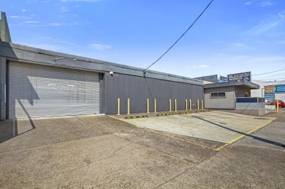 UNBEATABLE WOOLLOONGABBA WAREHOUSE - DONT MISS OUT!