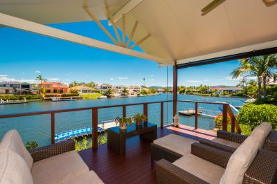 WATERFRONT LUXURY AT PARADISE QUAYS
