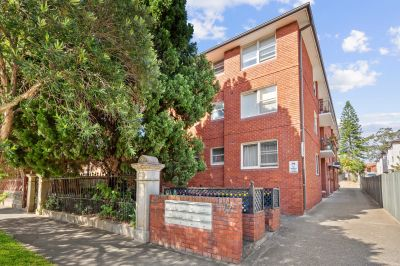Great entry point in quiet convenient location