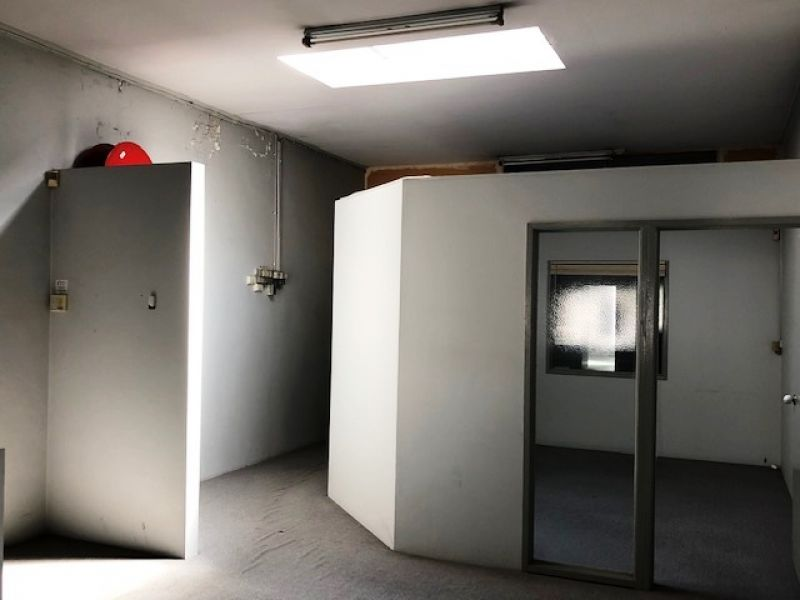 LARGE OFFICE – SMALL PRICE!!!