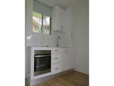 DEPOSIT RECEIVED GROUND FLOOR 1 BEDROOM APARTMENT.QUIET YET CLOSE TO SHOPS AND TRANSPORT