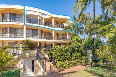 Terrific Top Floor Apartment with amazing 12 Metre Pontoon!