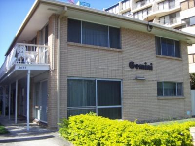 FURNISHED 2 BEDROOM TOWNHOUSE- Central Broadbeach