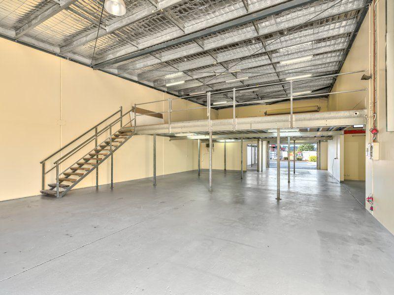 180-1,277sqm Premium Retailing Warehouse/Showroom/Office. Refurbished