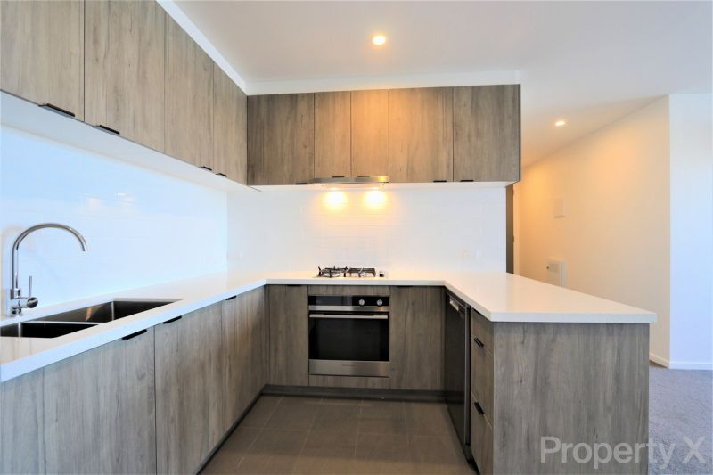 Spacious 2 Bedroom Apartment with Carpark!