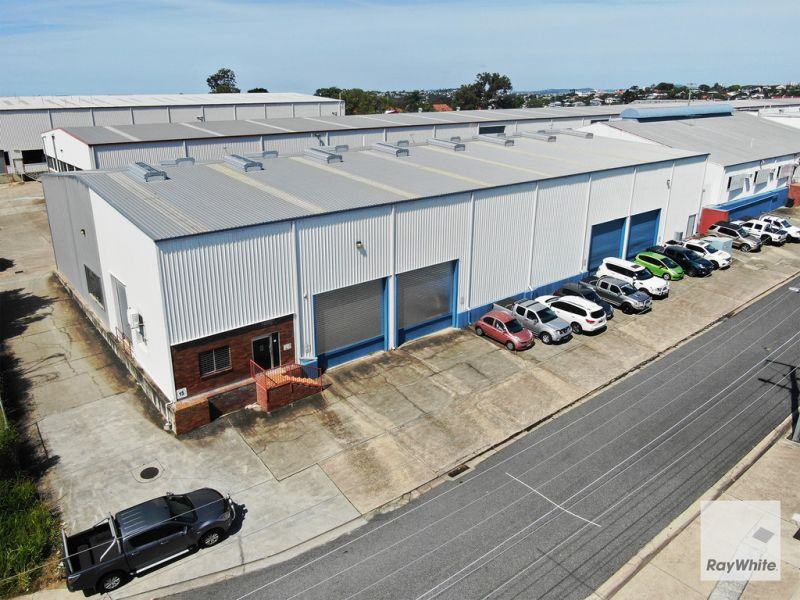 4 Door Access Warehouse with Showroom