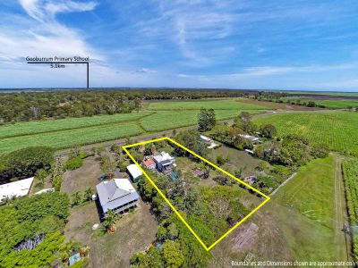LARGE QUEENSLANDER ON 1 ACRE + TOWN WATER!