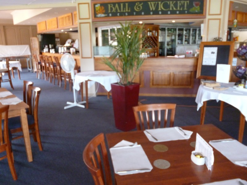 COMMERCIAL KITCHEN, RESTAURANT & FUNCTION ROOM WITH BAR FACILITIES