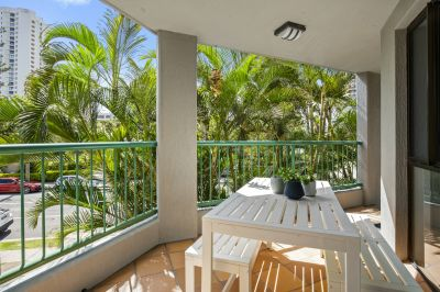 Renovated Furnished Apartment- Walk to The Beach!!