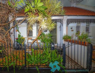 CHARMING ONE BEDROOM TERRACE IN TRENDY EAST REDFERN LOCATION