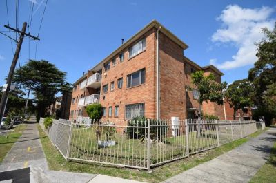 Great 2 Bedroom + Study Unit - Great Location - Must See!