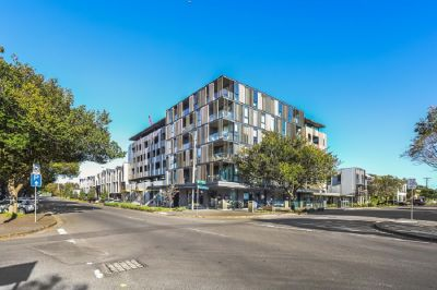 BRIGHT & CONTEMPORARY, LUXURY LIVING IN THE HEART OF WILLIAMSTOWN