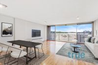 = HOLDING DEPOSIT RECEIVED = EXCLUSIVE AND LUXURIOUS WATERFRONT APARTMENT