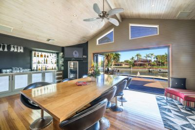 Waterfront Family Home-Prime Position-906m2 Block