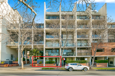 IDEALLY LOCATED COURTYARD RESIDENCE