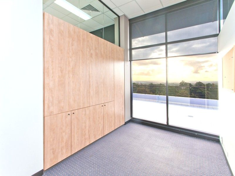 CREATIVE OFFICE WITH EXPANSIVE VIEWS