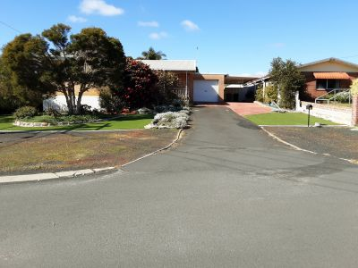 Great house, great Location to major shopping centres