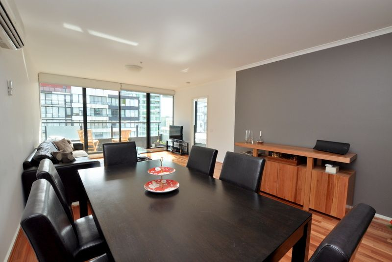 Exquisite and Centrally Located Three Bedroom Apartment with Floorboards!