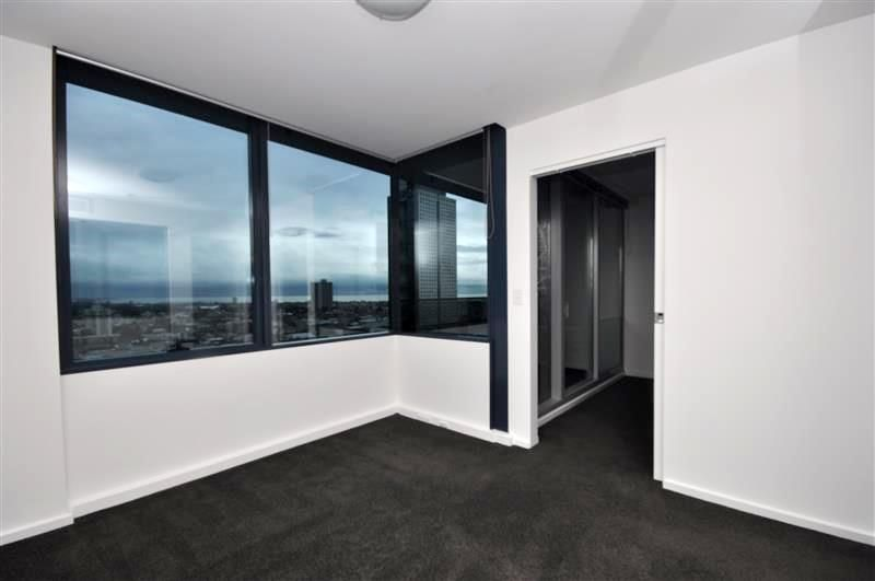 MAINPOINT: 22nd Floor - Superb Location!