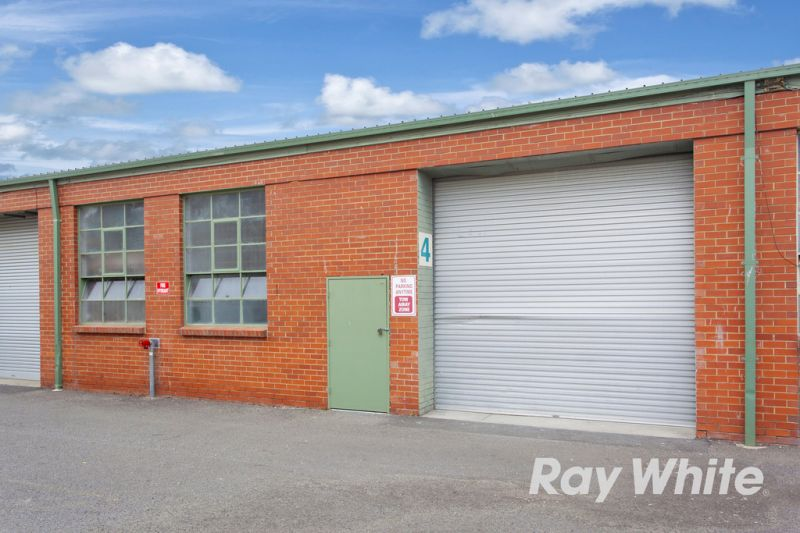 CLEAN AS A WHISTLE – 252M2* WAREHOUSE IN CLAYTON SOUTH