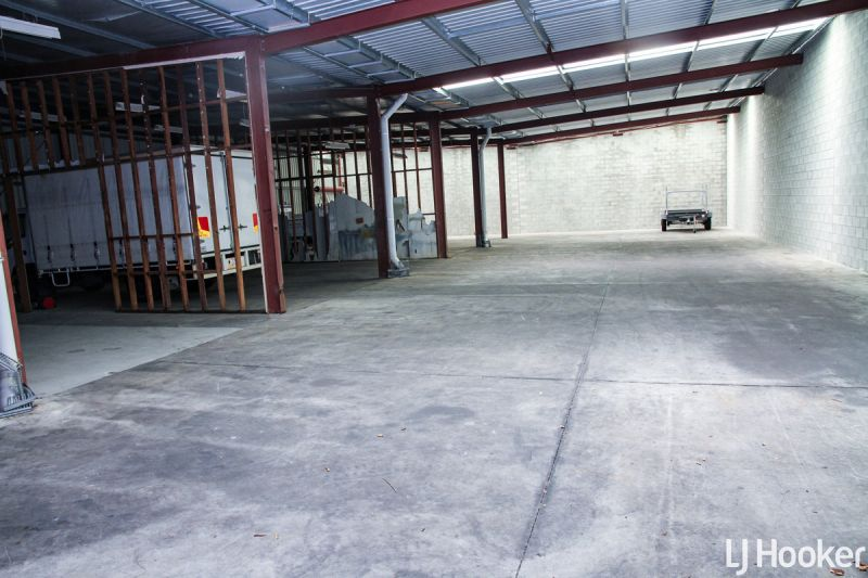 EXPANSIVE SHED – PROMINENT LOCATION