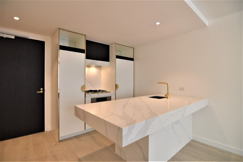 Stylish One Bedroom with Study on Eastern Road!