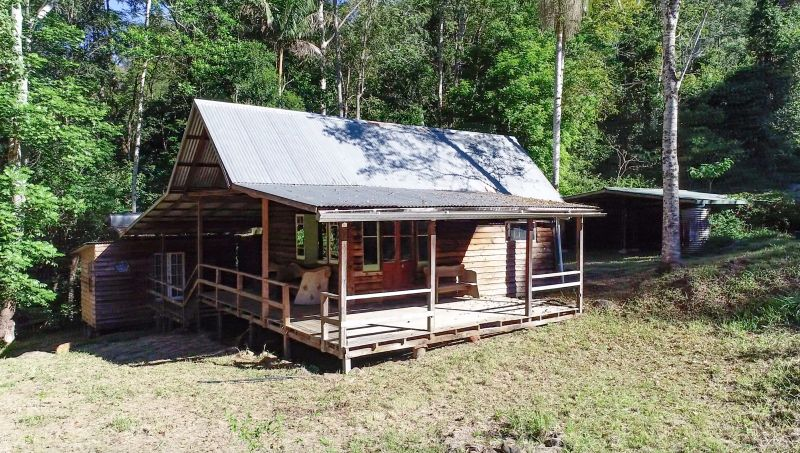 RARE FIND -  RAINFOREST RETREAT FOR THE WILD AT HEART