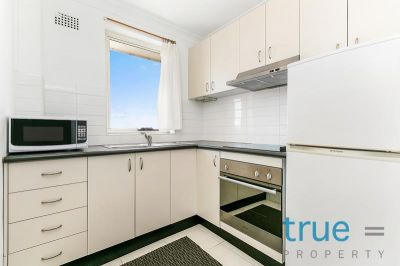 FURNISHED TOP FLOOR APARTMENT IN ICONIC TOXTETH ESTATE
