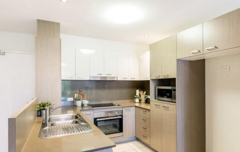 POSITIONED PERFECTLY - 4KMS TO THE CBD - WALKING DISTANCE TO OXFORD ST