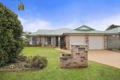 Great Sized Family Home Opposite Large Park