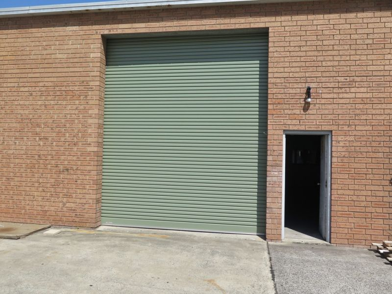 Manns Rd Frontage, Showroom/Retail and Warehouse