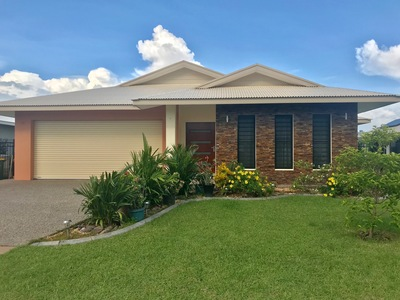 Spacious Family Home with 2 Living areas - Stay first week FREE !