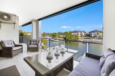 Renovated Waterfront Apartment with Bridge Free Pontoon