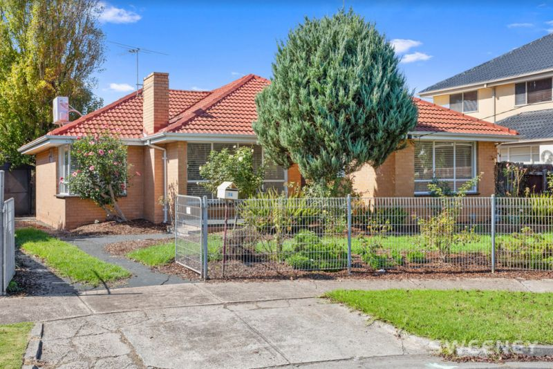 Classic Family Home In Quiet Court Location!