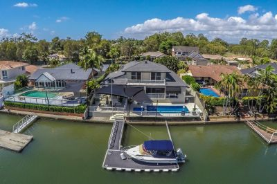 North facing family home - 19.8m* water frontage, wide canal