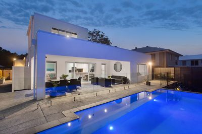 VIEWS AND VERSATILE SPACES A MODERN FAMILY HOME