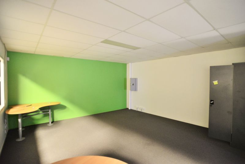 194M2* WAREHOUSE WITH OFFICE IN SECURE COMPLEX