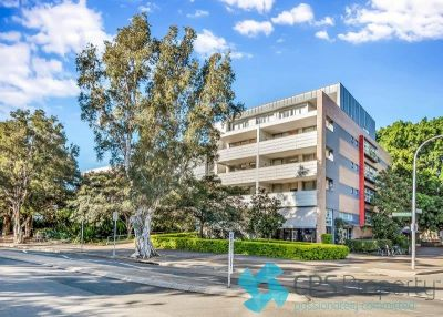 NORTH-FACING EXECUTIVE PARKSIDE RESIDENCE IN HIGHLY SOUGHT 'ECO' COMPLEX