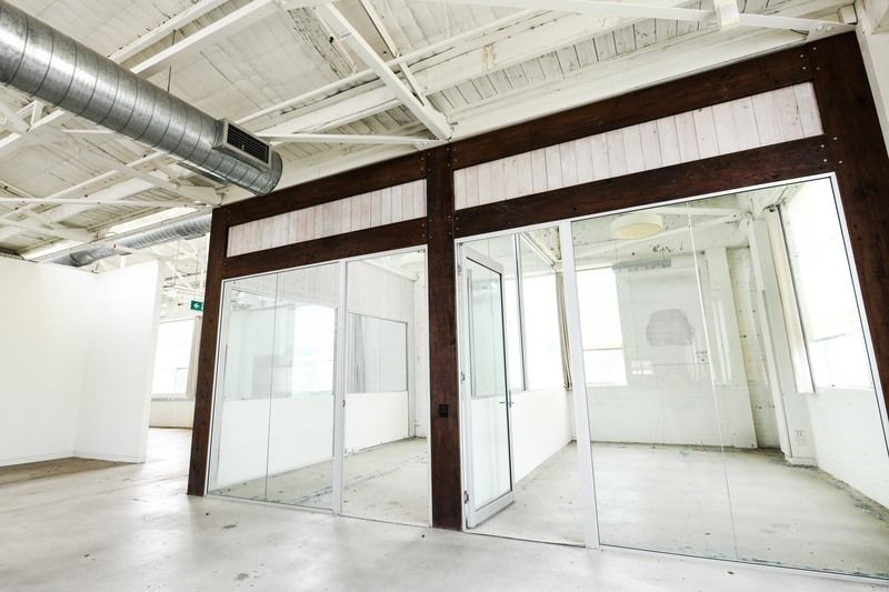 CREATIVE OFFICES CLOSE TO THE TRAIN STATION!