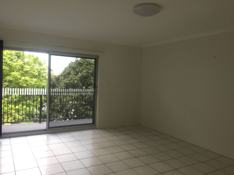 2 BEDROOM UNIT -  IDEAL LOCATION