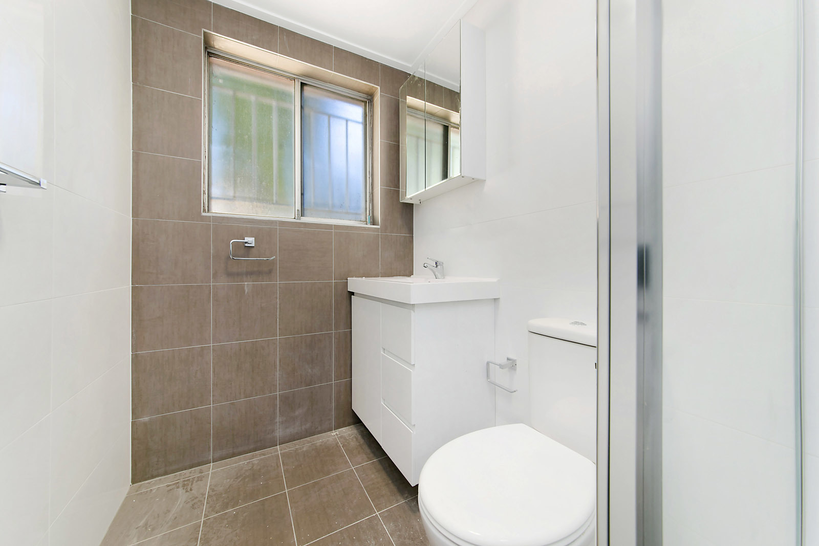 Fully Renovated 2 Bedroom Unit