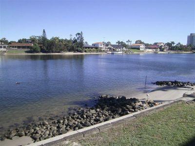 Waterfront Villa - walk to Pacific Fair!