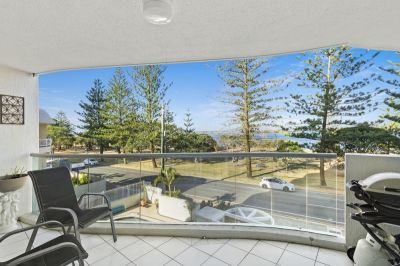 Fully furnished Broadwater apartment