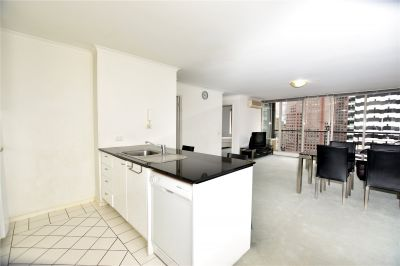 Modern Two Bedroom Apartment on the 19th Floor of Southbank Condos!