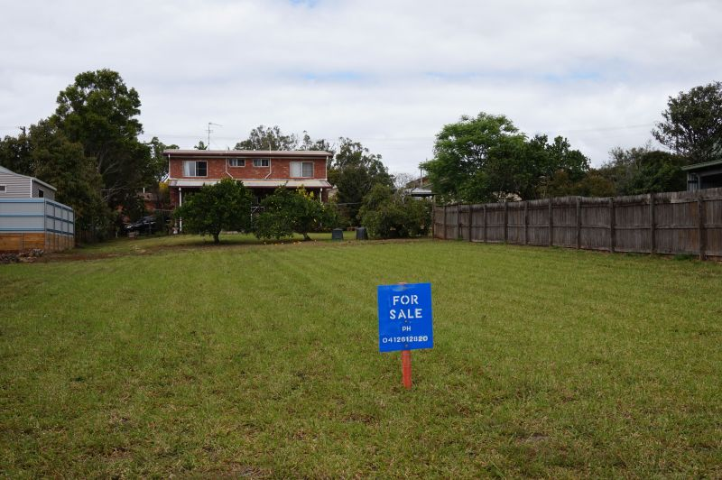 For Sale By Owner: 16 Armstrong Street, Atherton, QLD 4883