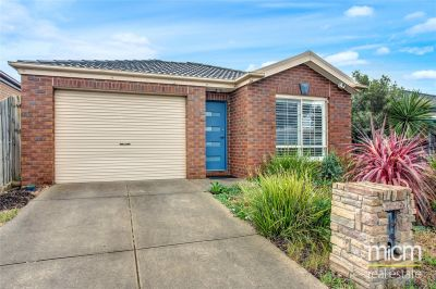 FIRST CLASS TENANT WANTED! Three Bedroom Family Home Conveniently Located in Tarneit!