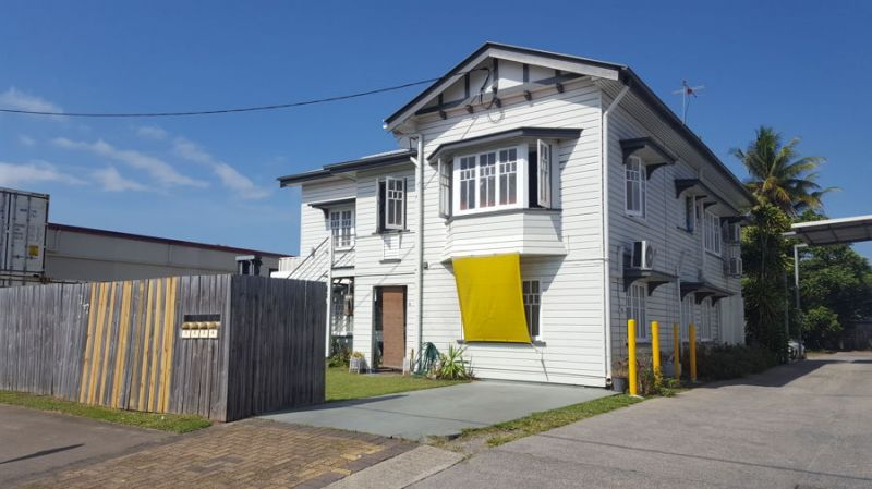 Enjoy easy city living in this neat, air-conditioned, 2 bedroom unit with balcony.