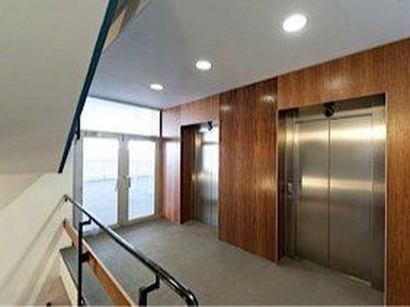 FULL FLOOR OFFICES, GREAT LOCATION, NATURAL LIGHT WITH PARKING