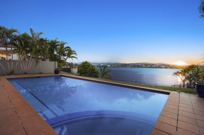 Wide Water & Hinterland Views on 1073 sqm