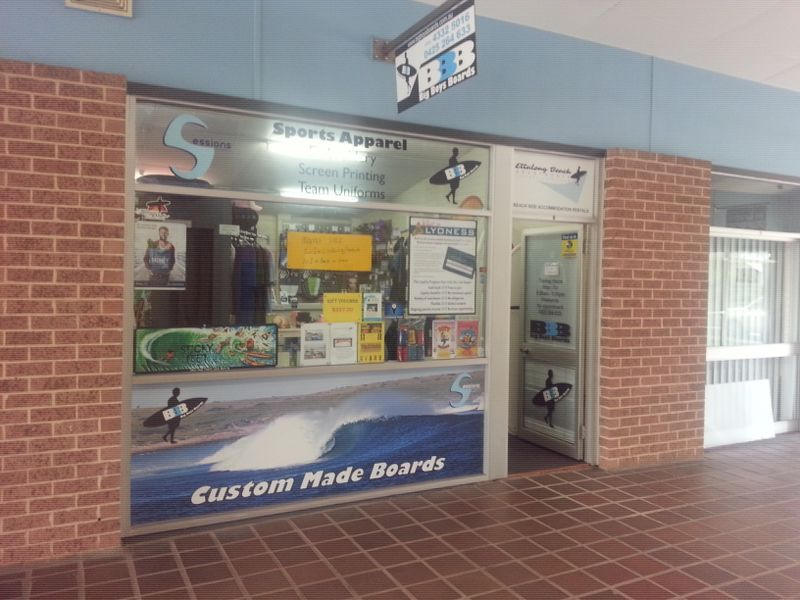 PERFECT LITTLE RETAIL OUTLET OR OFFICE!!